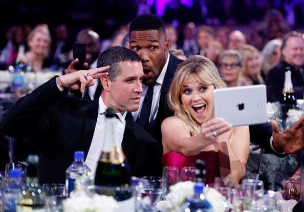1. Reese Witherspoon earns the selfie queen crown. The Wild actress followed in Ellen DeGeneres's Oscar footsteps when the show's host Michael Strahan tapped her to snap a selfie during the opening skit. The pair posed with Witherspoon's husband, Jim Toth: