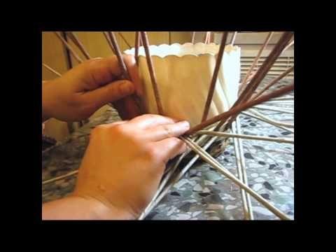 ▶ Zigzag newspaper weaving. Tutorial. - YouTube
