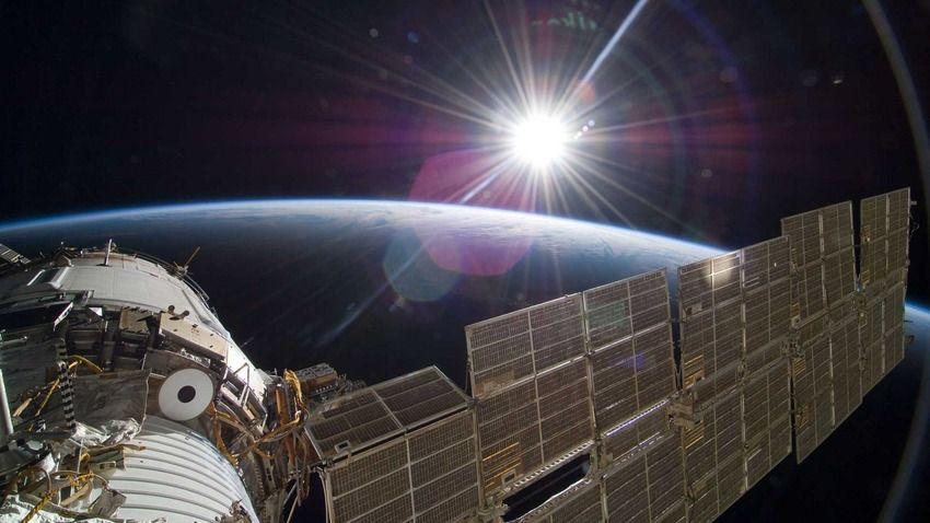 "NASA's amazing real ""Gravity"" photos - NeoGAF"