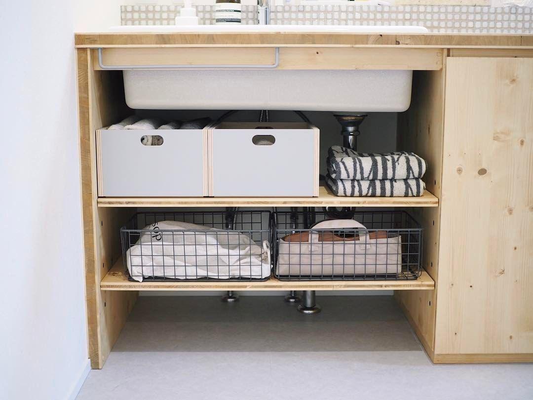洗面台の下の収納はこんなふうになりました 配管の関係で場所