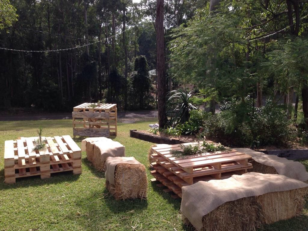 Recycled Pallet table an hay bale chairs. Afternoon backyard ...