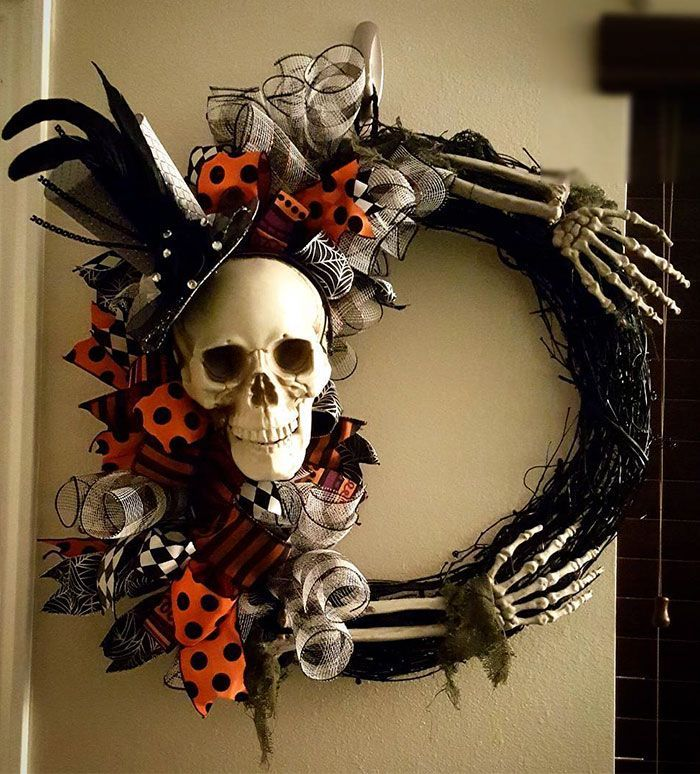 Halloween Wreaths Are A Thing Now, And They're Creepily Awesome   - Halloween / Horror -