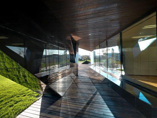 Officina Vidre Negre, ein Bürogebäude der italienischen
