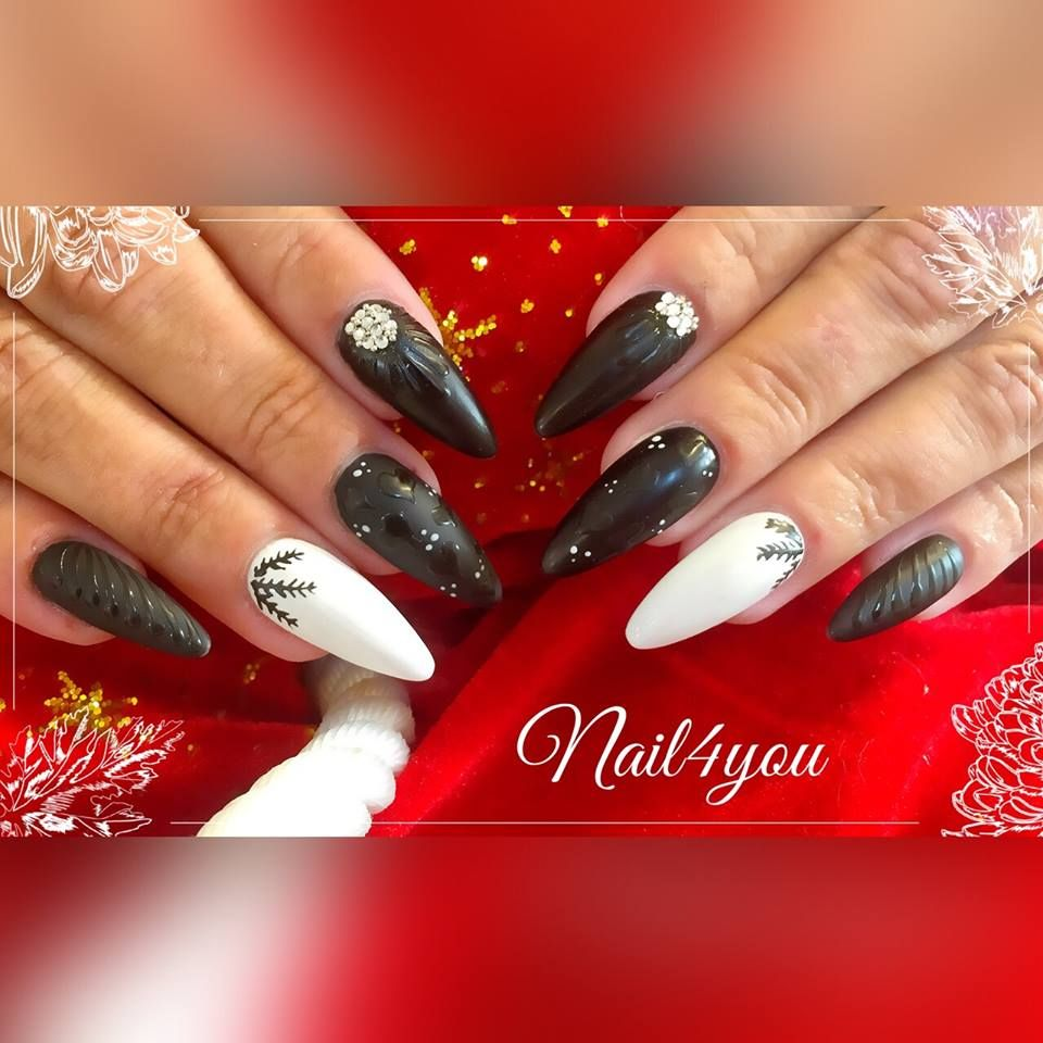 Jule gele negle med pynt, christmas nail art.   Jule negle ...
