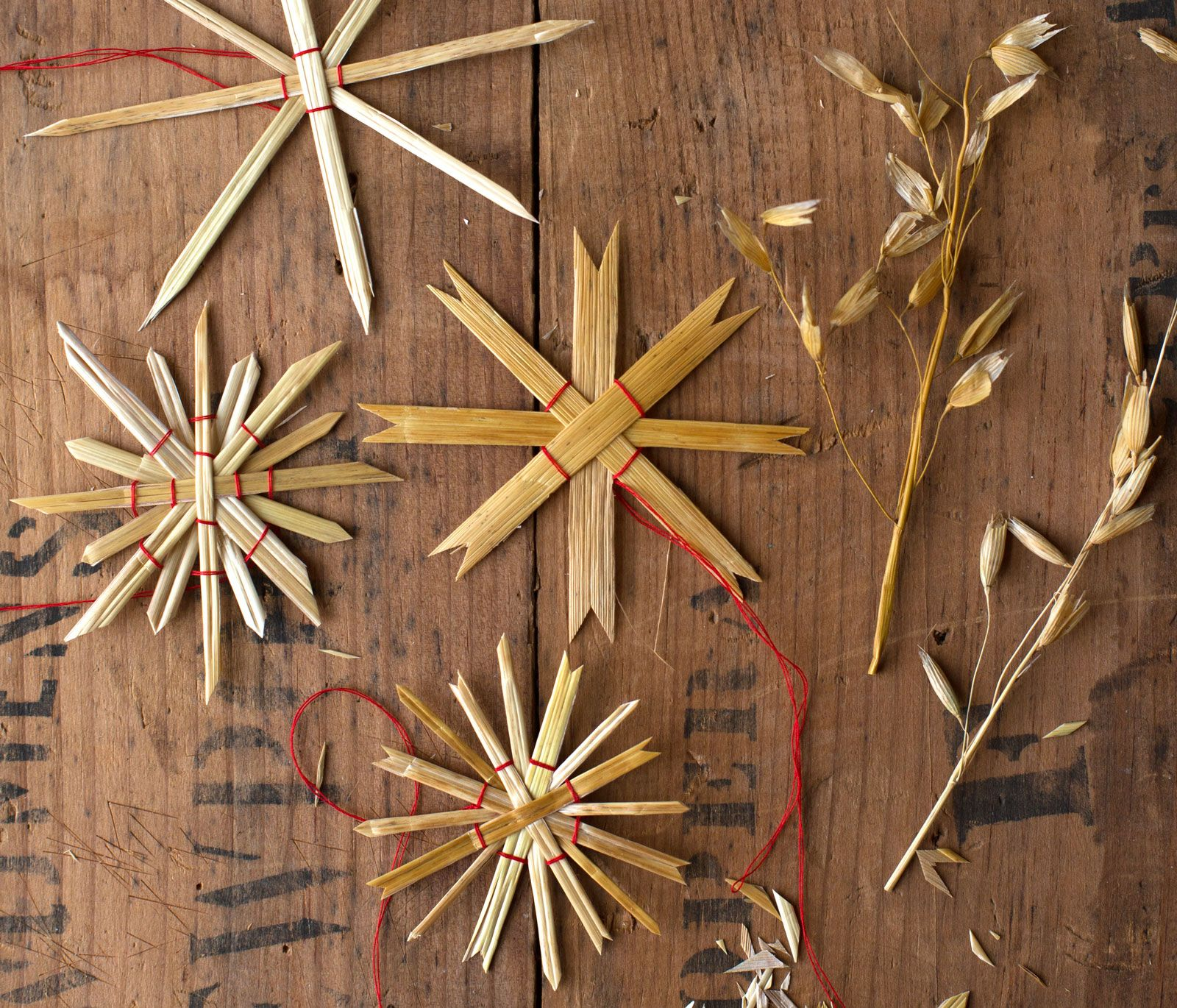 A Tradition In Germany And Sweden These Simple All Natural Stra Scandinavian Christmas Decorations German Christmas Decorations Swedish Christmas Decorations