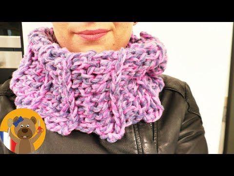Echarpe ronde au crochet   Echarpe ronde simple à faire soi-même   Avec  deux fils de laine - YouTube d0afde9e391