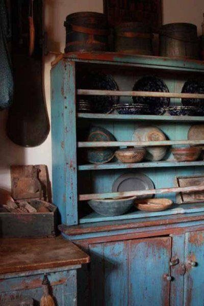 Oh! I love this primitive cabinet!