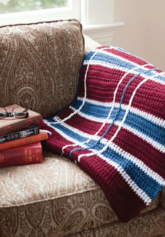 Decken häkeln auf couch resized Traumhaftes Schlafzimmer - decken furs schlafzimmer warm halten