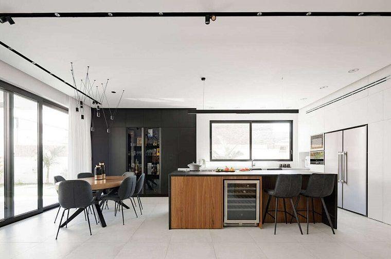 Soggiorno Moderno Con Tavolo Da Pranzo.Parete Attrezzata Moderna Cucina Open Space Con Tavolo Da Pranzo