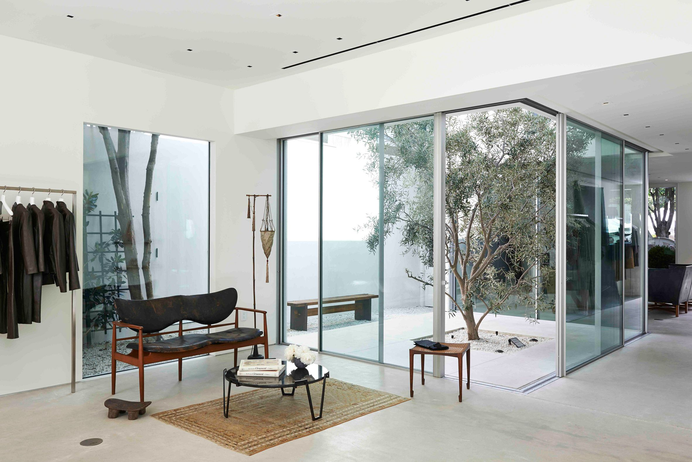 The Row Showroom In Los Angeles Interior Design Jobs Los Angeles Interior Design Interior Architect