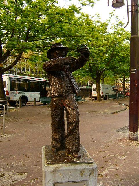 Kokadorus.-Meijer Linnewiel ( 1867-1934) Joods koopman op het Amstelveld in Amsterdam.