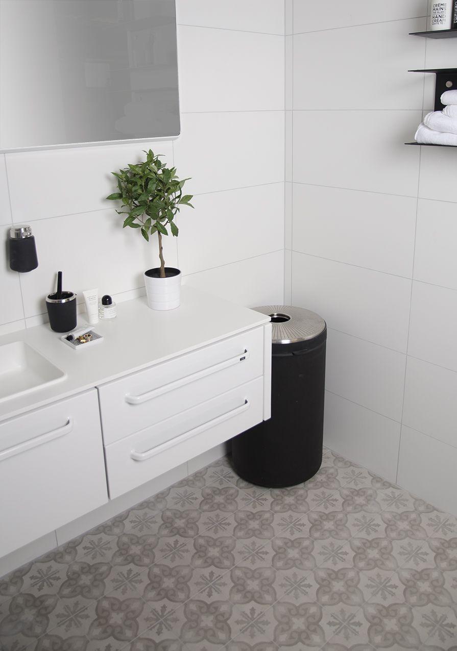 Ljust badrum med kakel Hielo och klinker Cold decor Anna ... : klinkergolv badrum : Badrum
