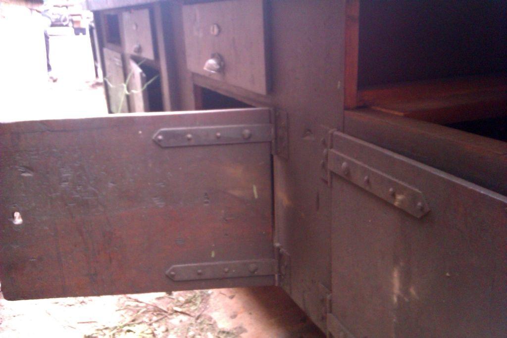 werkbank1 m bel einrichtung im industrie design pinterest kommode vintage. Black Bedroom Furniture Sets. Home Design Ideas