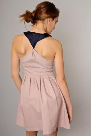 Adorable summer dress by bb dakota. Front has top to bottom zipper. Pale violet with contrasting navy on twist back. http://annagoesshopping.com/womensfashion