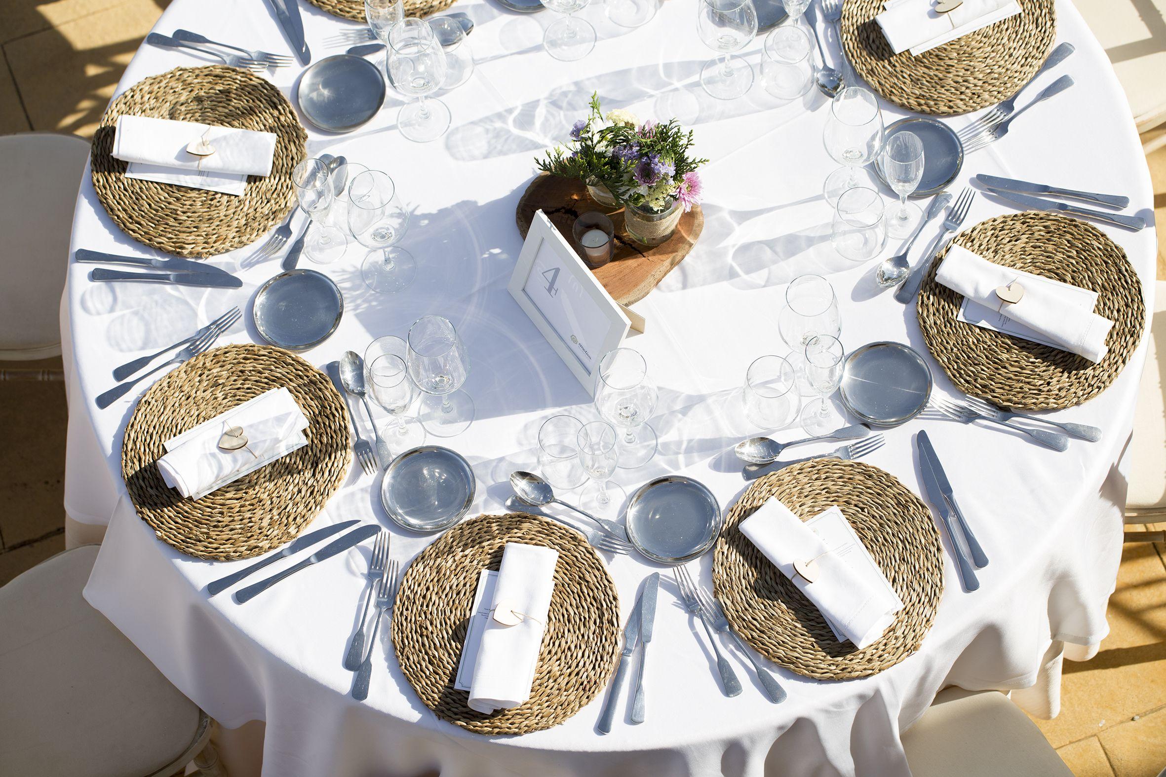 Spanish Wedding Planner. Wedding Table Inspiration. Wood
