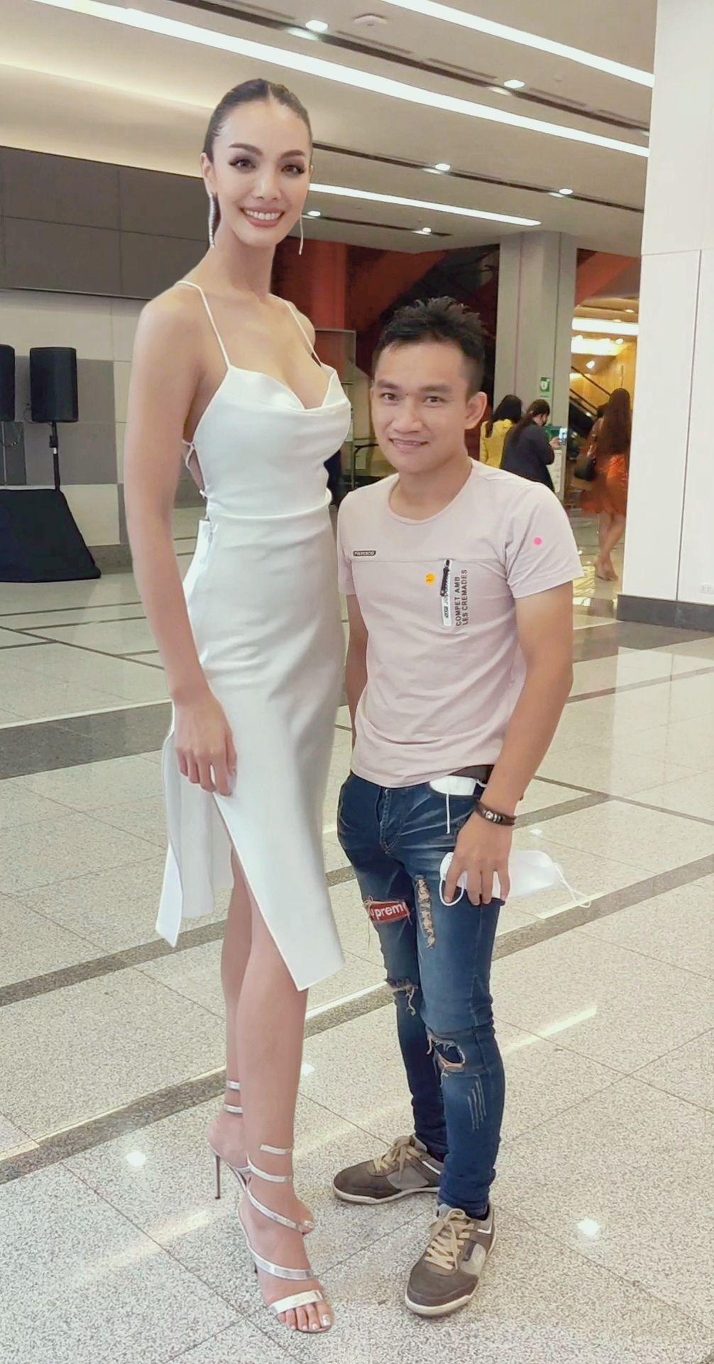 Pin by Tomer Paz on Tall girl | Tall women, Tall girl