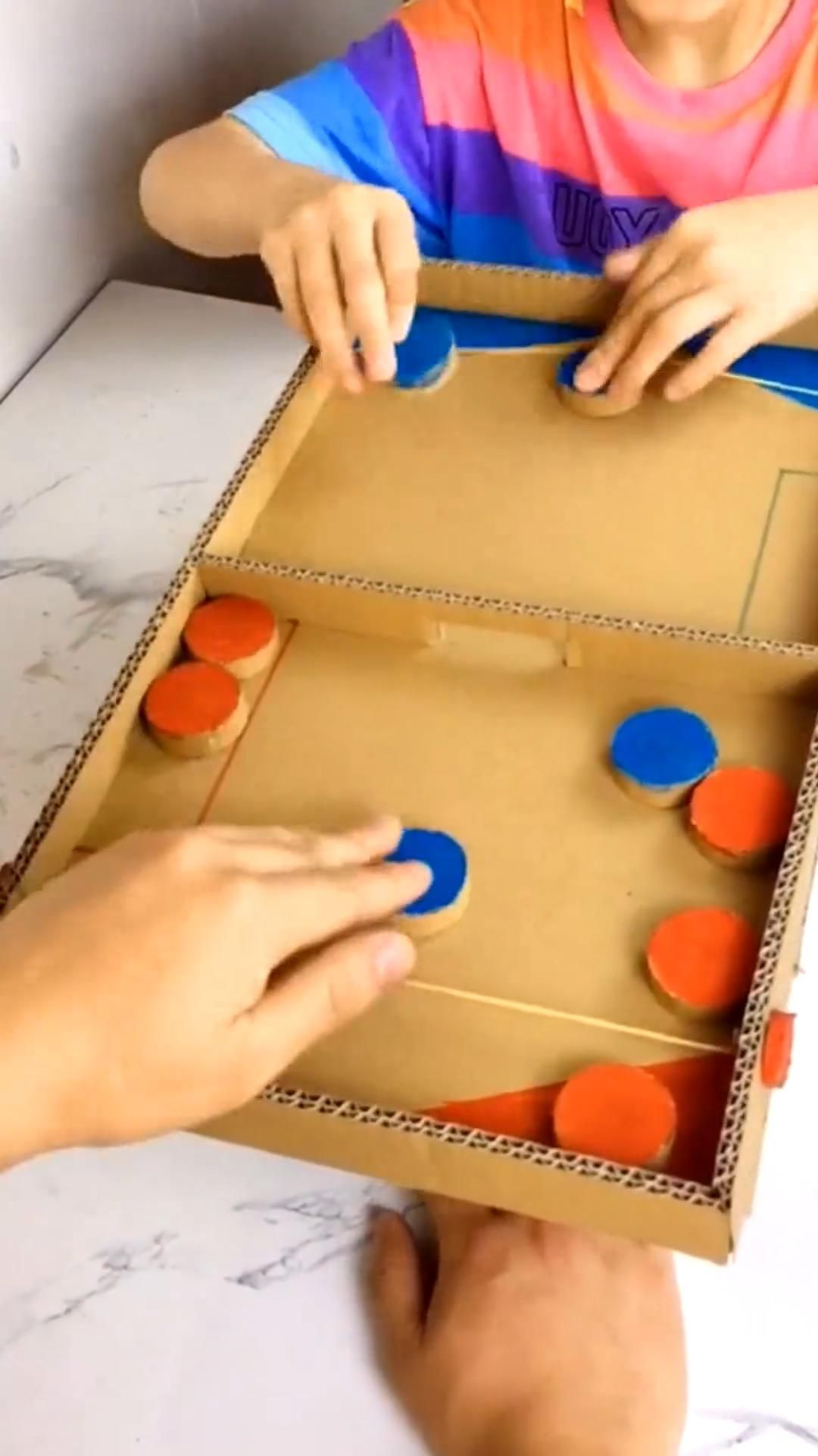 Fast Slingpuck Game - Family Board Game.