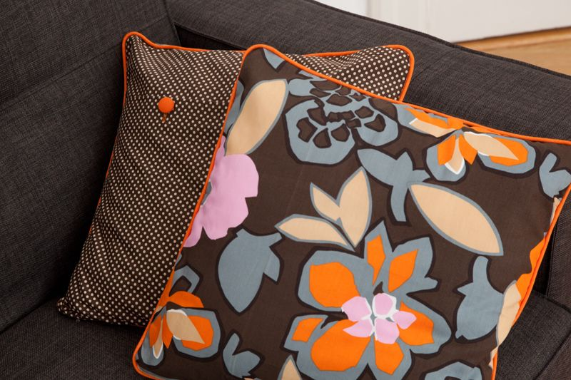 retrokissen mit diy paspelband n hen paspelband kissenbezug n hen und kissen n hen. Black Bedroom Furniture Sets. Home Design Ideas