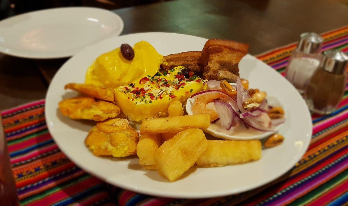 Sabor Latino in Berlin, Germany (close to U-Bahn Berliner Straße). Peruvian food.  #foodblogger #foodblog #instafoodie #grisgraublog #peruvianfood #comidaperuana #peruanischeküche #triptoberlin #viajeaberlín #reisenachberlin #berlinrestaurant #supportberlinrestaurants #cassavaroots #jaleaperuana #yuca #chichamorada🌽💜