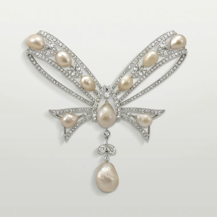 Bowknot corsage brooch in platinum and gold, set with baroque pearls and diamonds, created by Joseph Chaumet in 1922. © presse
