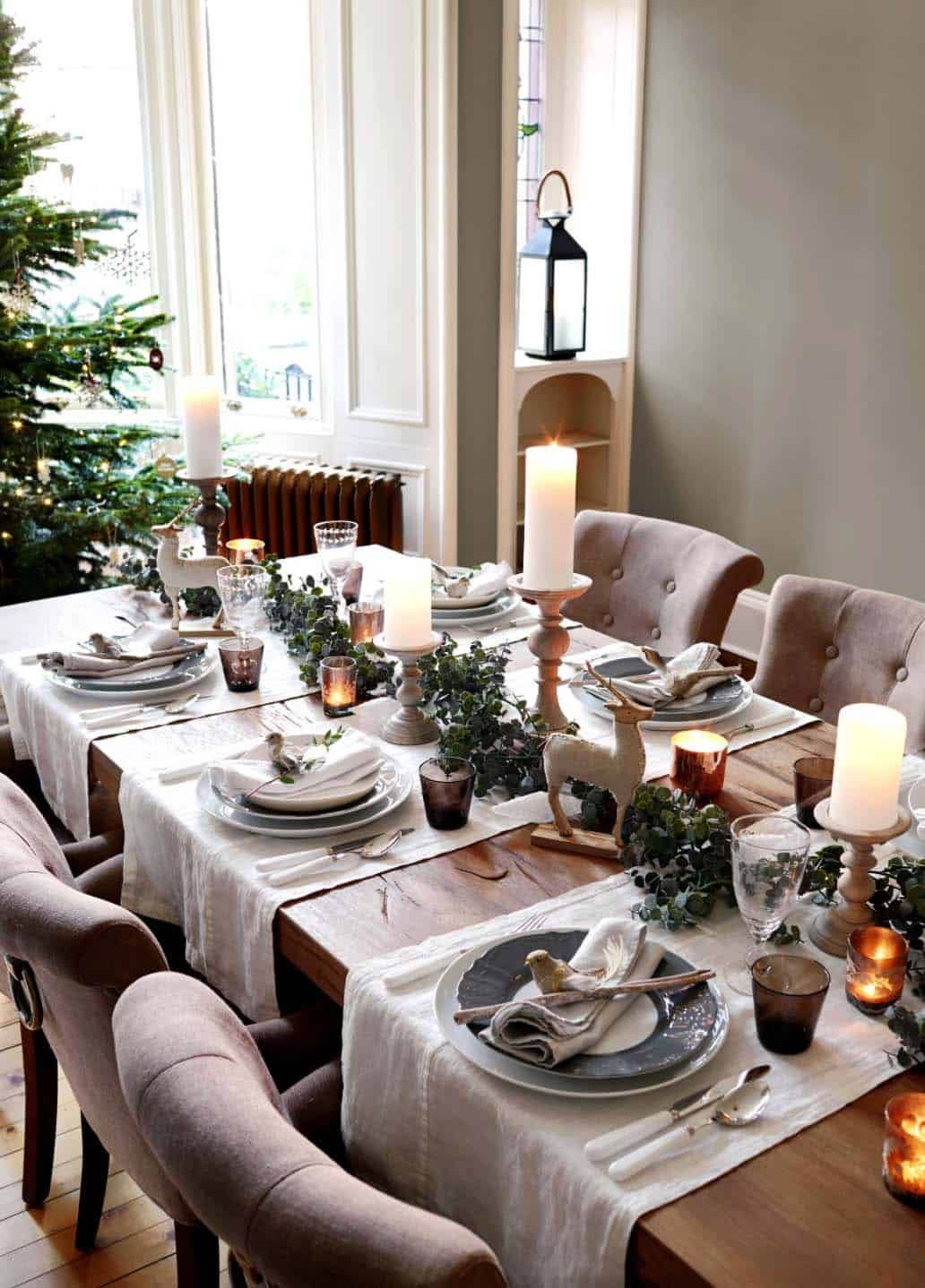 30 Dining Table Centerpiece Ideas A Guide To Decorate Dining Table Diningtable Center Christmas Dining Table Christmas Dinner Table Christmas Dining Room