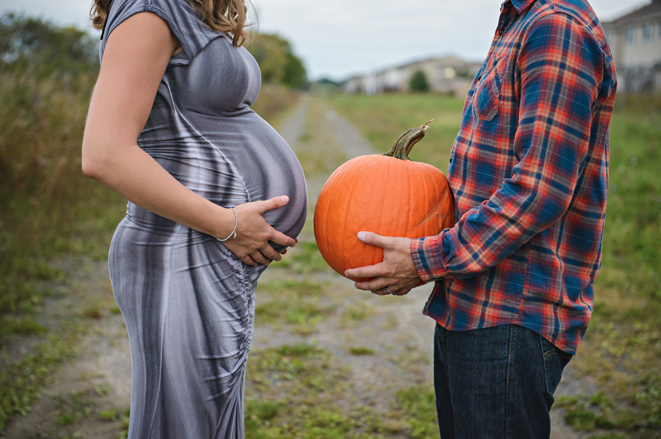 Halloween Pictures Ideas Fall maternity photos, Fall