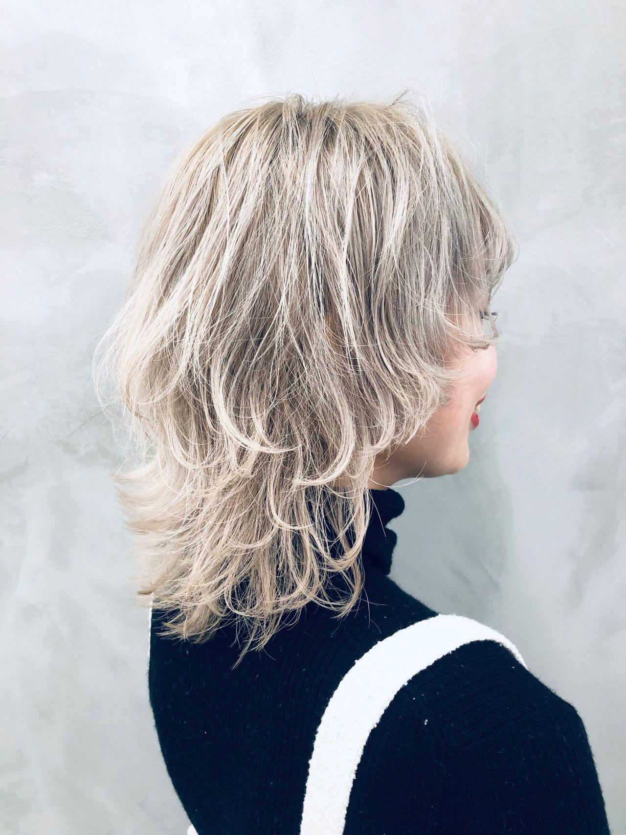 ミディアム ストリート ウルフカット イルミナカラー ヘアスタイルや髪型の写真 画像 ヘアスタイリング レイヤーカットヘア グランジヘアー
