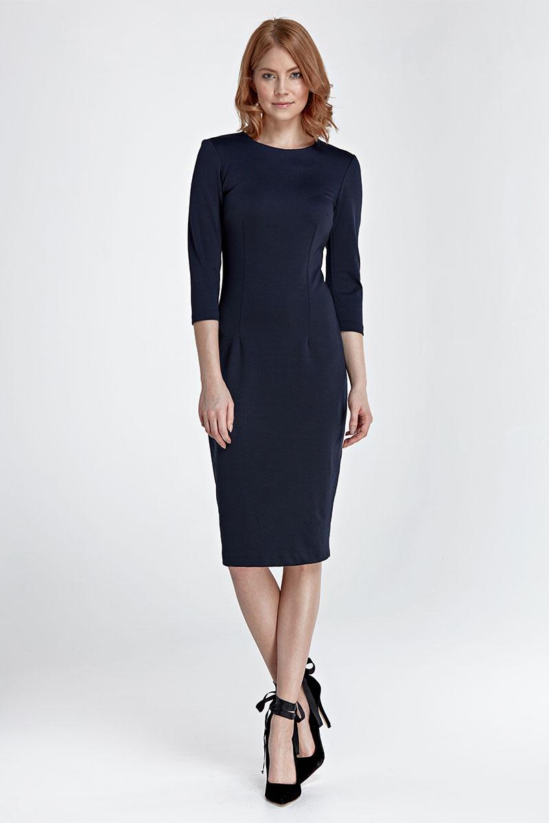 Cette robe droite grise ou bleu marine prouve