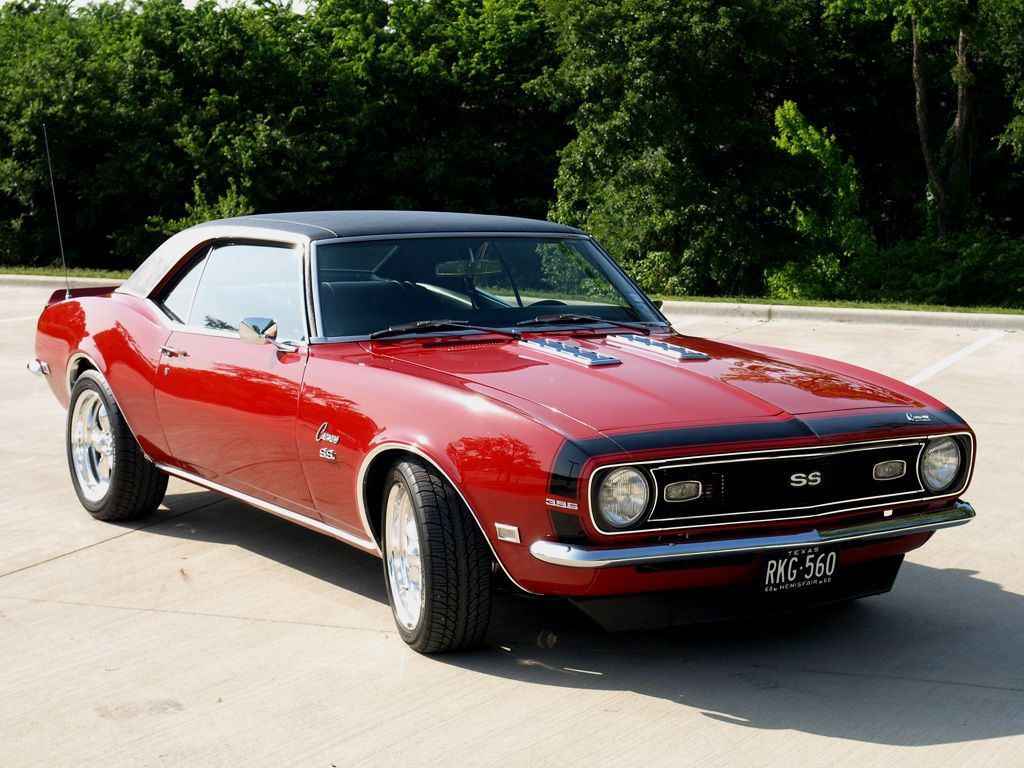 This is a 68' Camaro ... I had a navy blue 1967 Camaro when I was 17 ...
