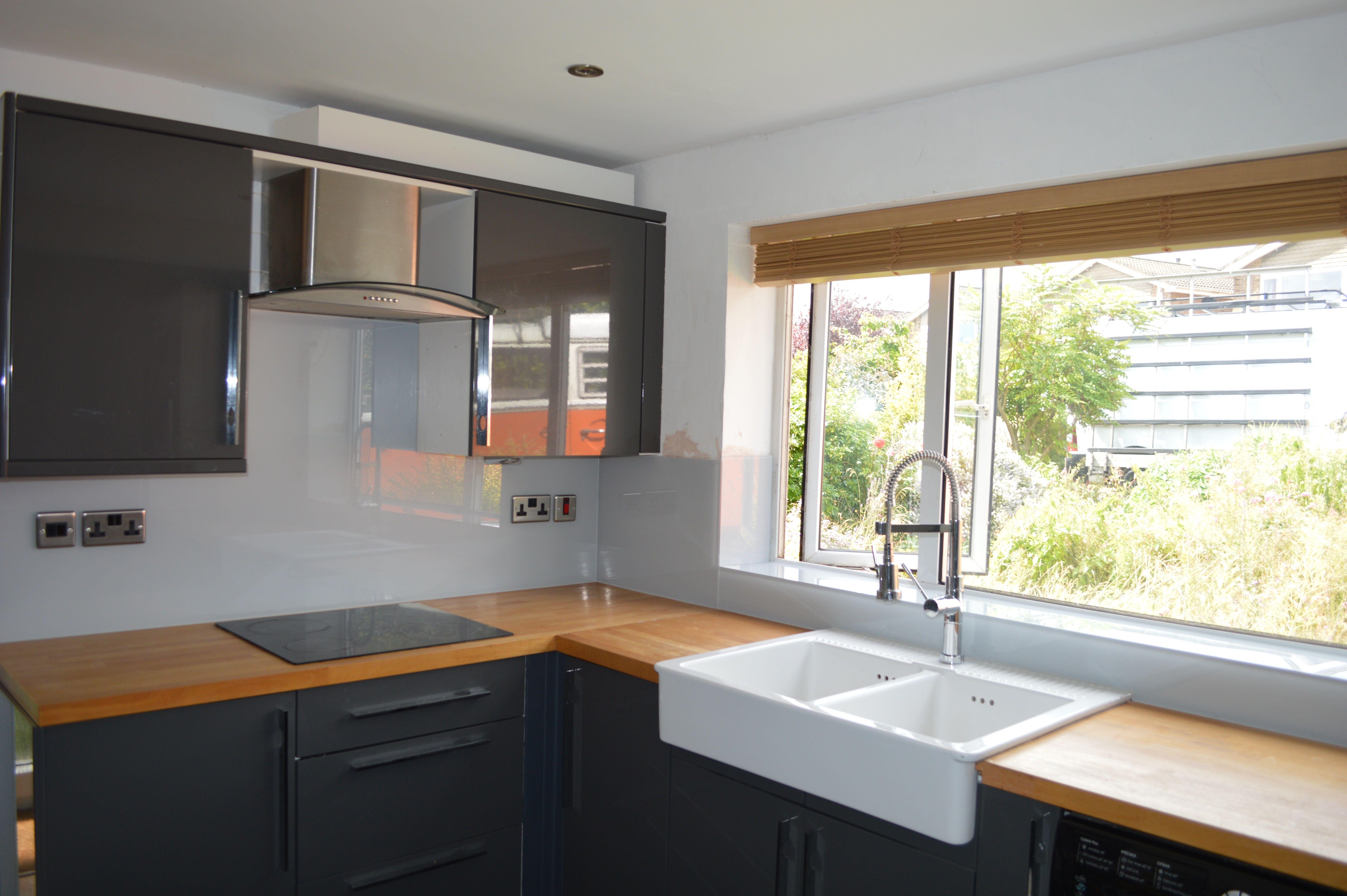 Grey Glass Splashback & Wood Worktop Wood worktop, Grey