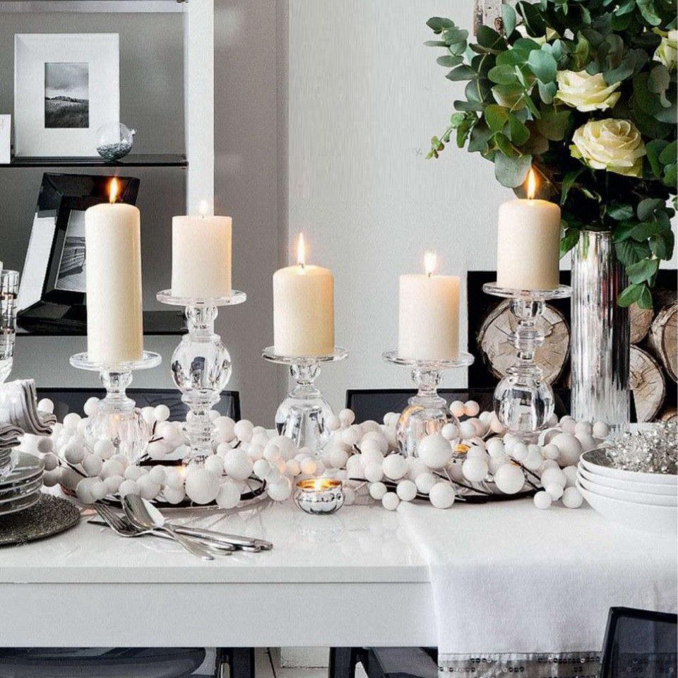 Stunning Christmas Table Settings Inspiration Christmas - Decorating dining room christmas white silver christmas palette