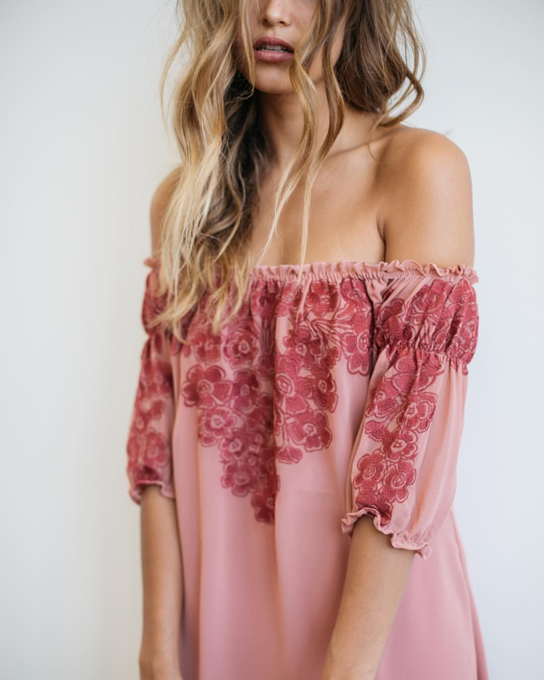 Pink off the shoulder top | Passion for Fashion | Pinterest | Ropa ...