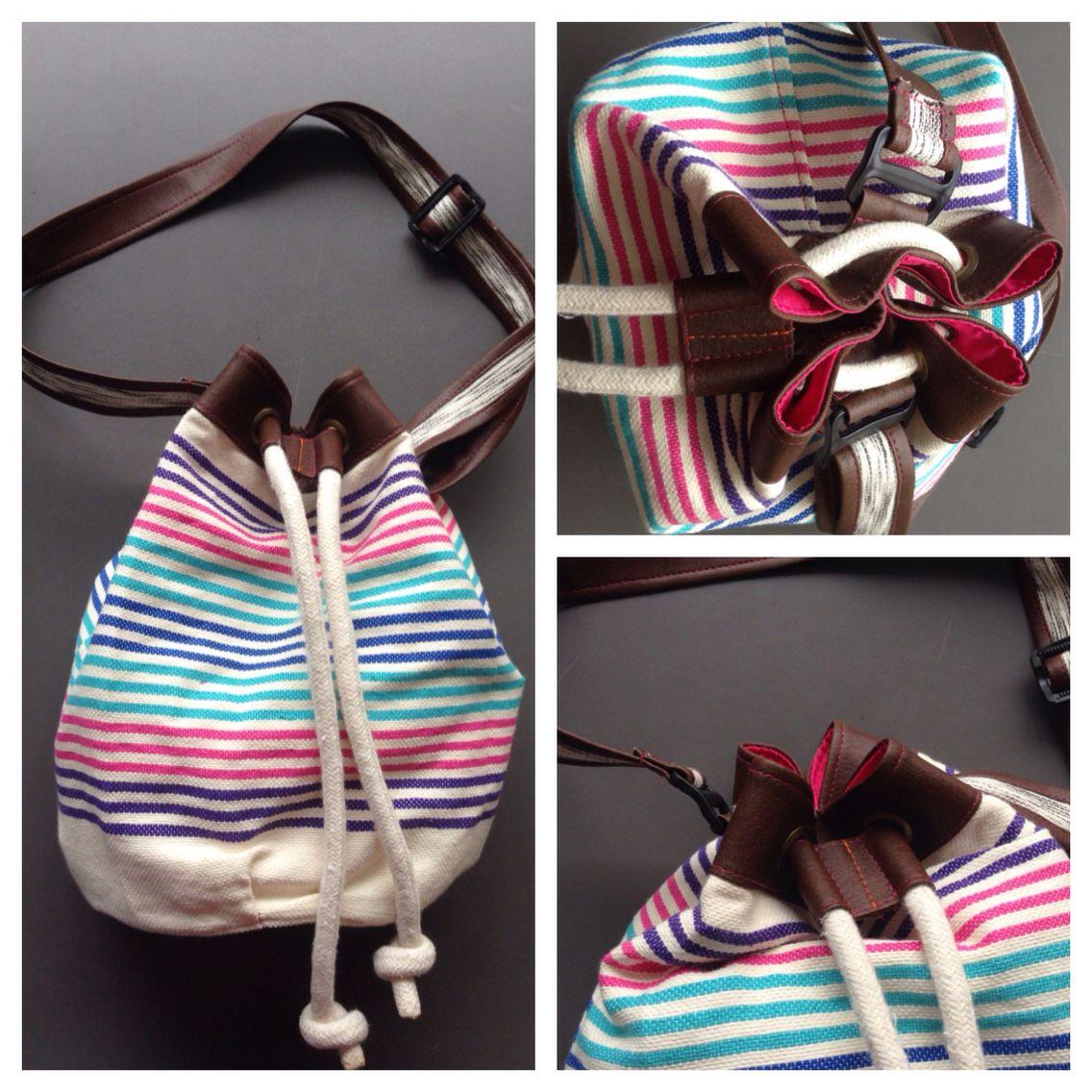 Descripción: bolso mochila Color: azul, fucsia, café  Medida: 40cm x 35cm Material: algodón y cuero sintético.