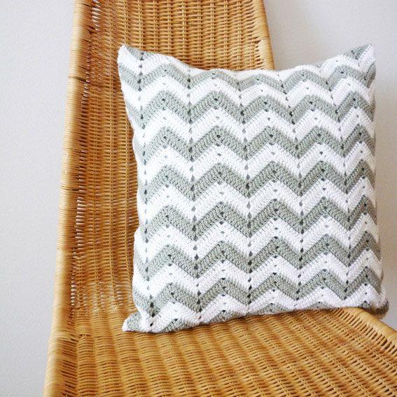 Chevron Pattern Crochet Pillow by Craftaria | Hækleting | Pinterest ...
