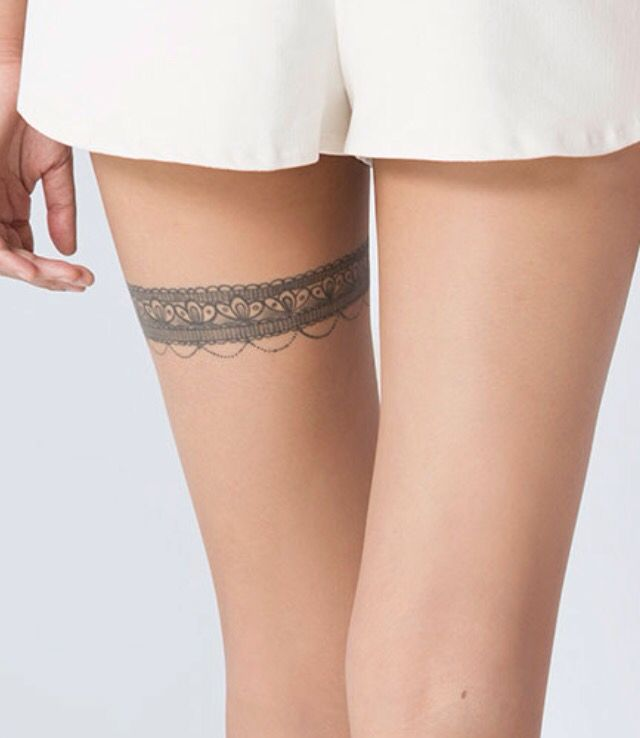 Around A Thigh Tattoo Oberschenkel Strumpfband Tattoo Oberschenkel Tattoo Oberschenkel Tattoos Fur Frauen