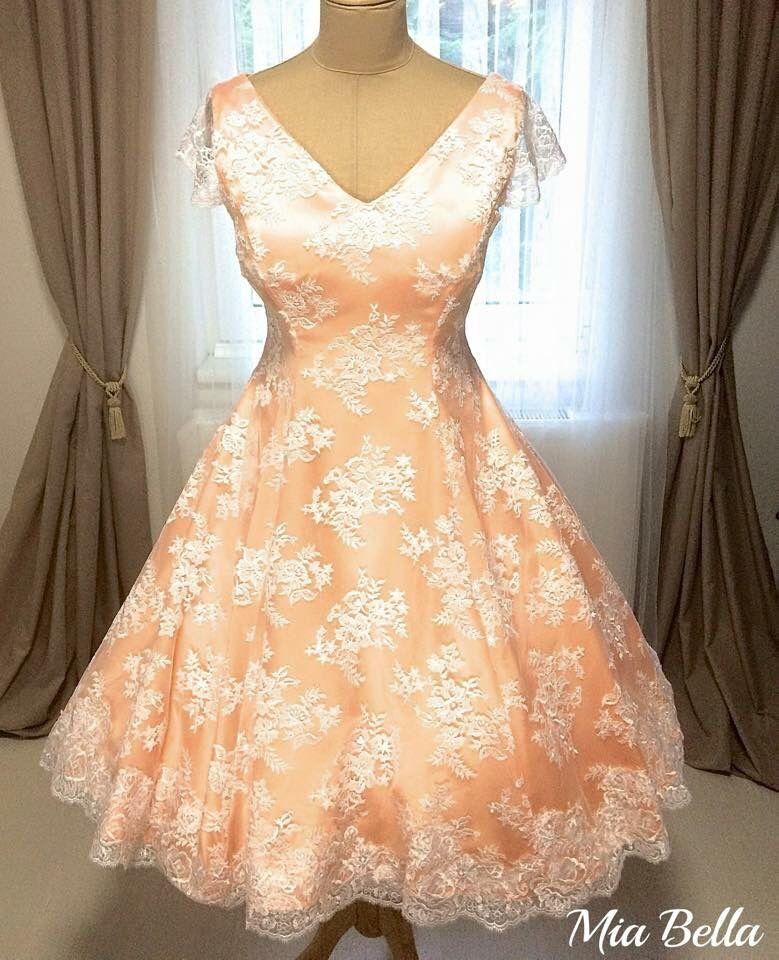 Igazi hercegnő ruha! Barack színű szatén b79249d229