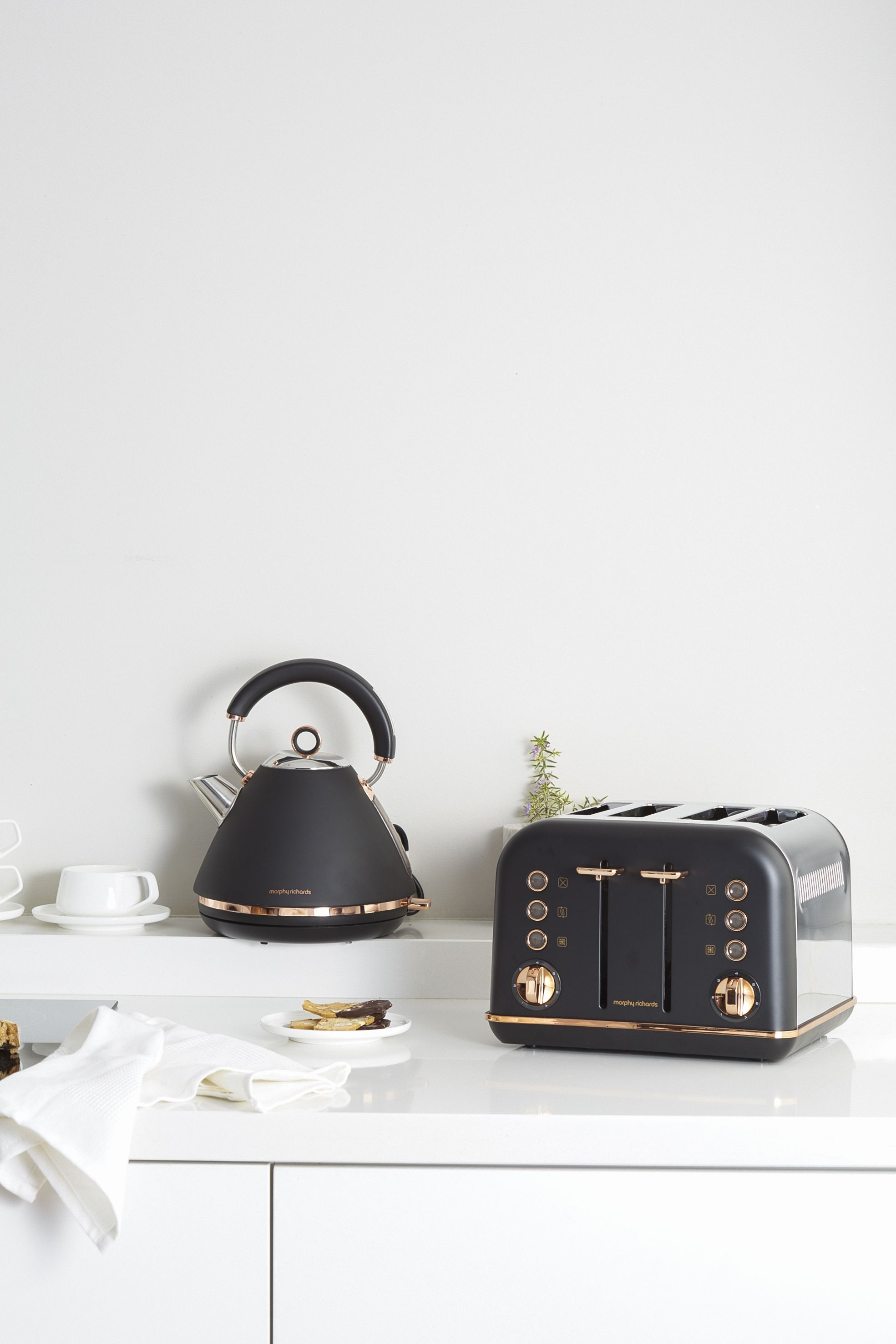 Accents Rose Gold kettle and toaster set in black finish