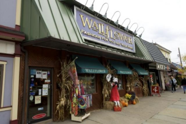 The Wallflower In Honesdale Great Shopping While At Keen Lake Poconos Wallflower Lake Wallenpaupack