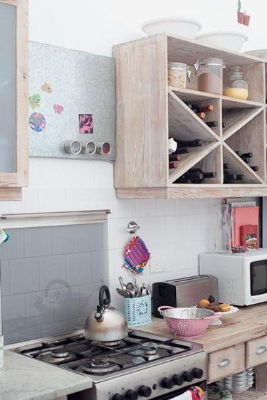 Cozinha Clarinha com detalhes coloridinhos
