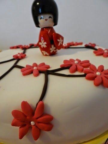 gâteau kokeshis décoration pâte à sucre