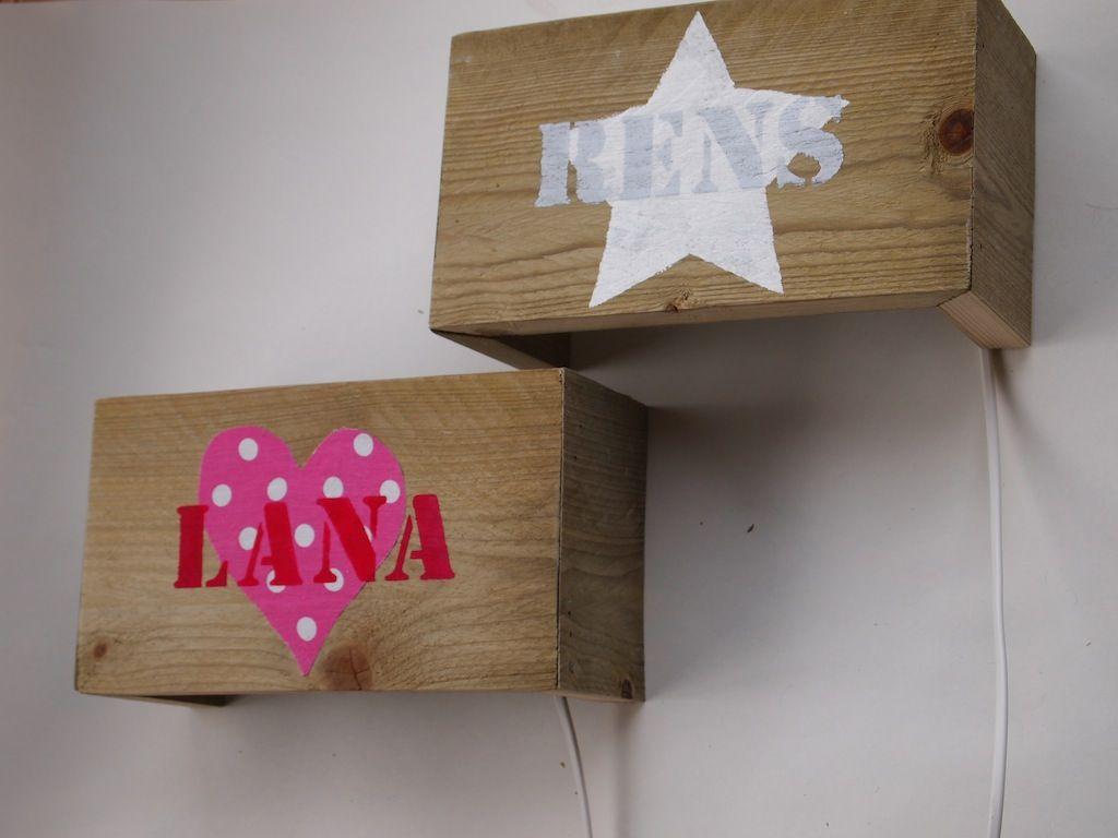 Wandlampe babyzimmer ~ Stoere wandlampen van sloophout bedrukt met afbeelding en naam