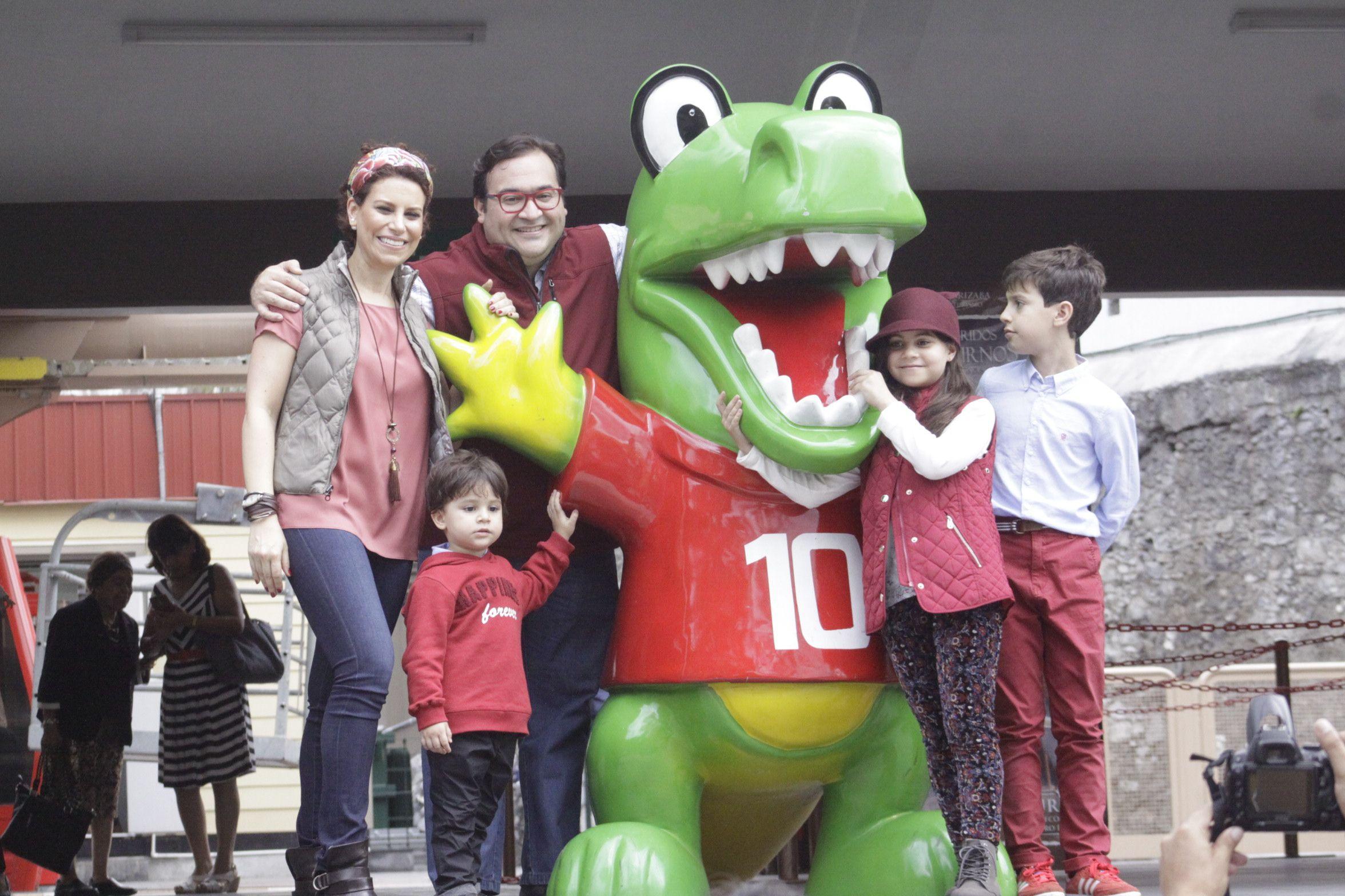 El Gobernador de Veracruz, Javier Duarte de Ochoa, acompañado por su esposa Karime Macías Tubilla, y sus hijos Javier, Carolina y Emilio, visitó la ciudad de Orizaba donde fueron grabados los spots correspondientes a su Quinto Informe de Gobierno.