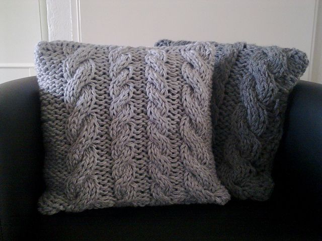 Ravelry: Four cables pillow pattern by A la Sascha | DOS AGUJAS ...