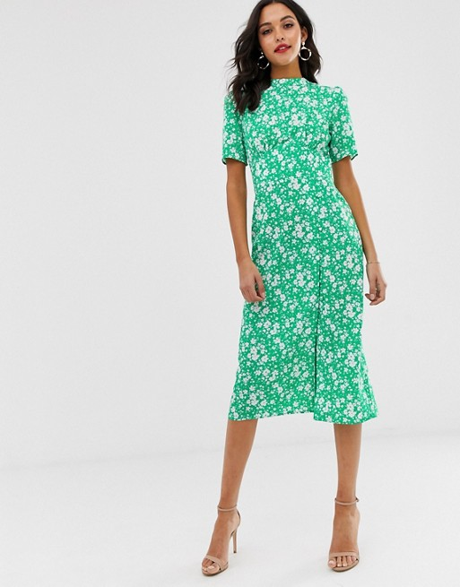Asos Design Midi Tea Dress With Buttons In Floral Print Asos In 2020 Womens Fashion Casual Outfits Casual Dresses Tea Dress