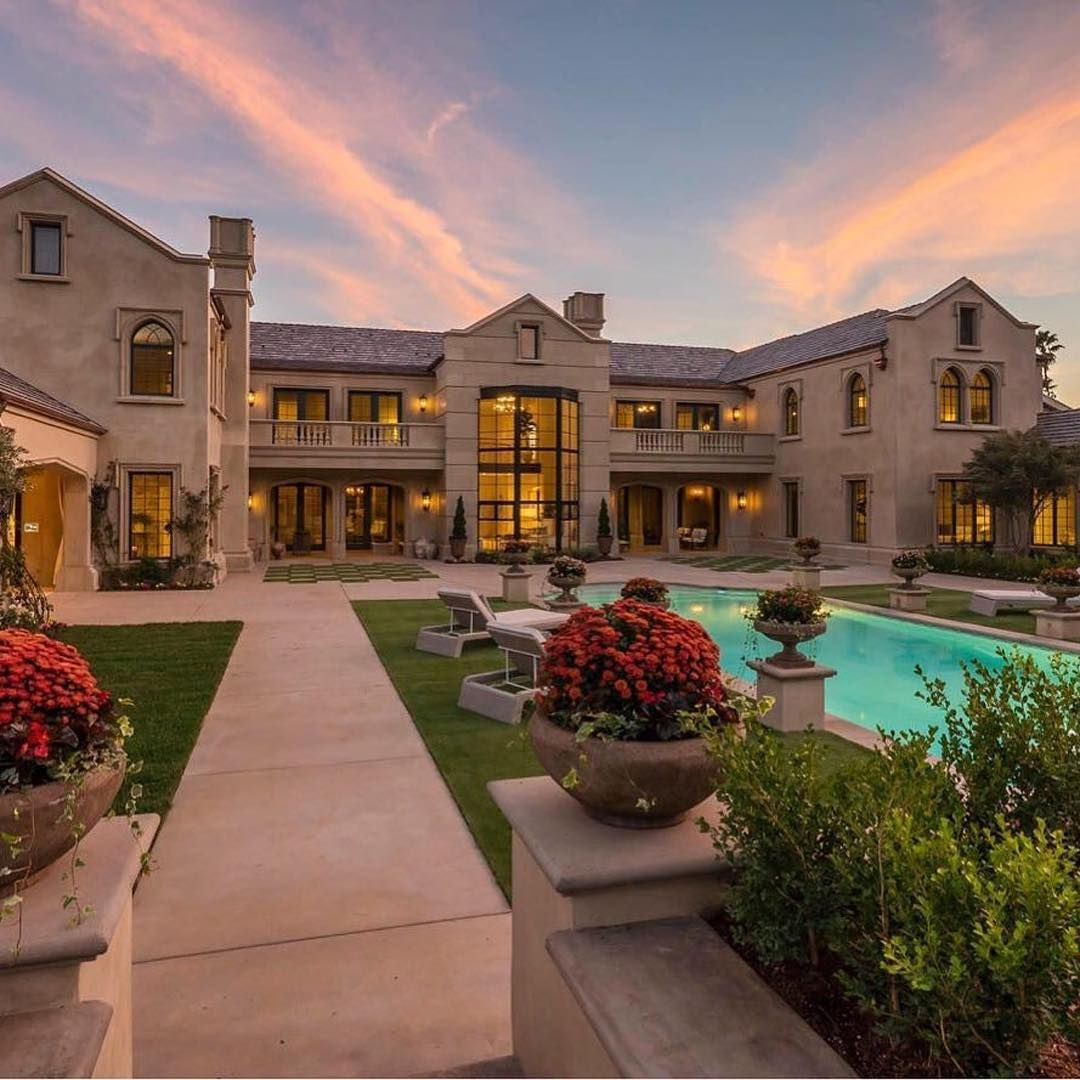 131 вподобань 3 коментарів Luxury Homes Real Estate Therealestatepage в Instagram A Massive Two Story E Mansions Real Estate Houses Tudor Style Homes
