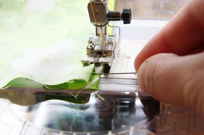 stitching an almost invisible hem ~~ tutorial