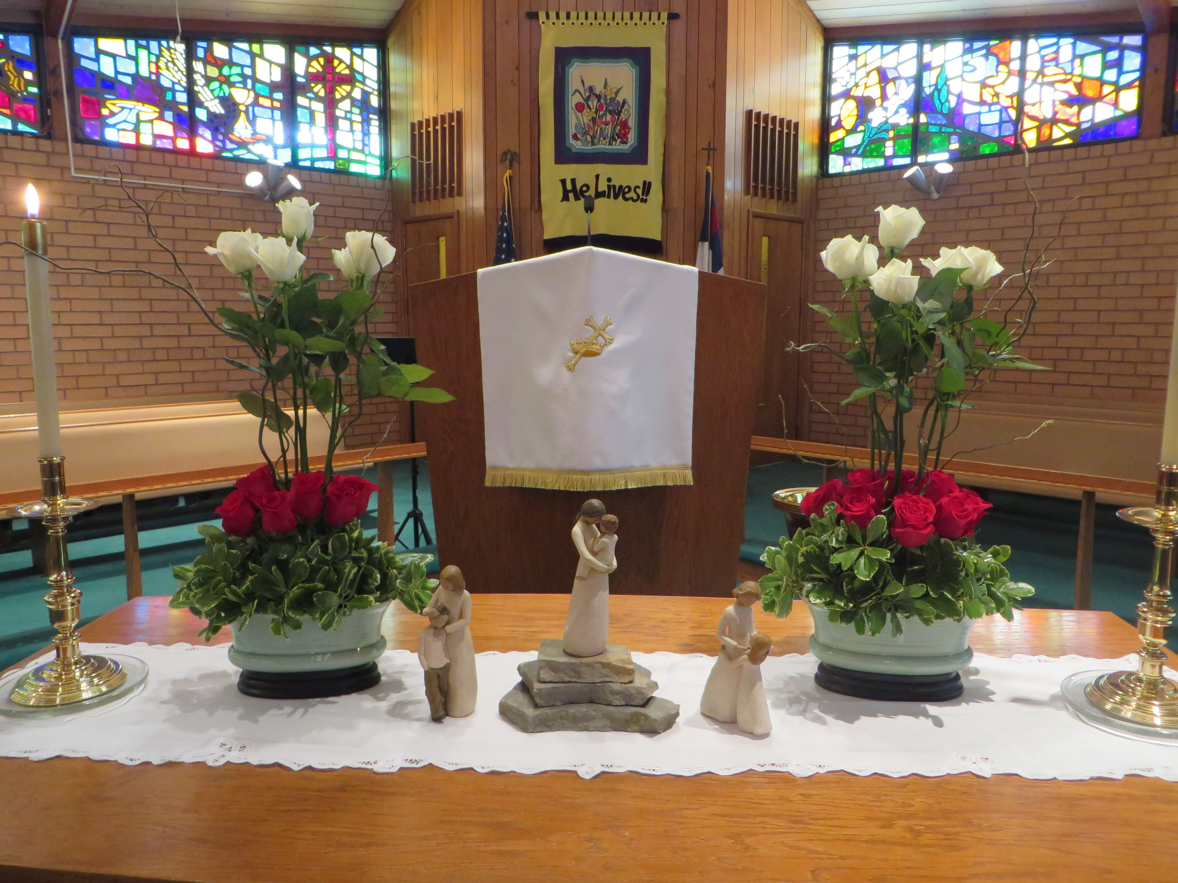 Altar on mothers 39 day 2014 at st timothy umc brevard for Altar wall decoration