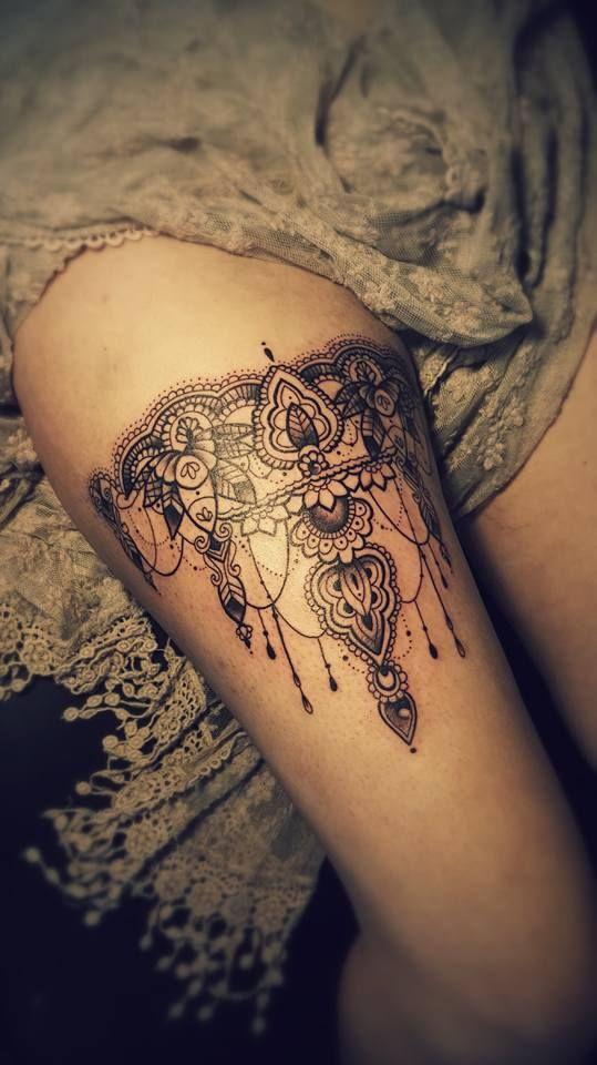 r sultat de recherche d 39 images pour tatouage dentelle jambe tatouages tattoos henna et ink. Black Bedroom Furniture Sets. Home Design Ideas