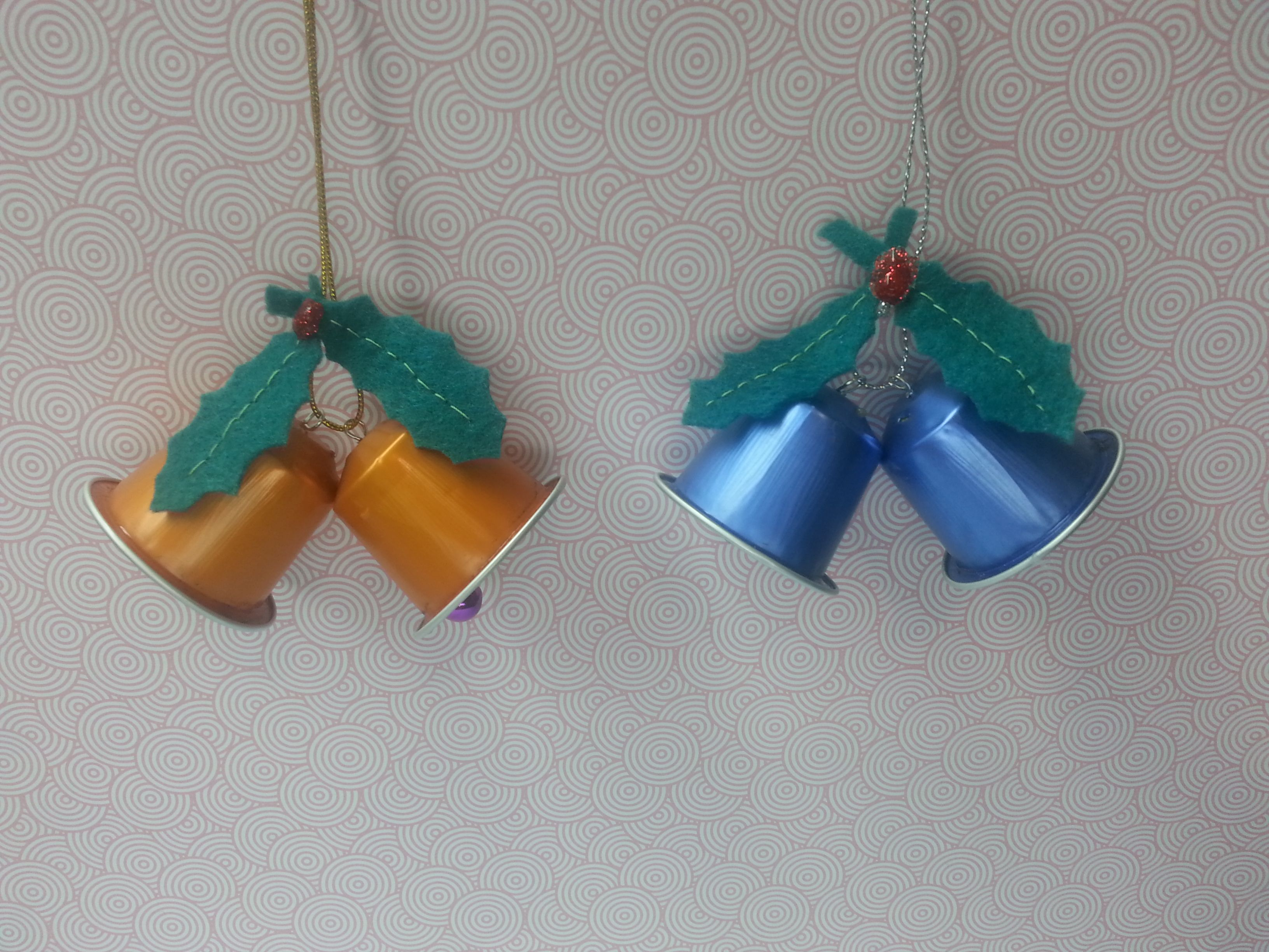 Doble campanas de betty natal pinterest nespresso - Adornos mesa navidad caseros ...