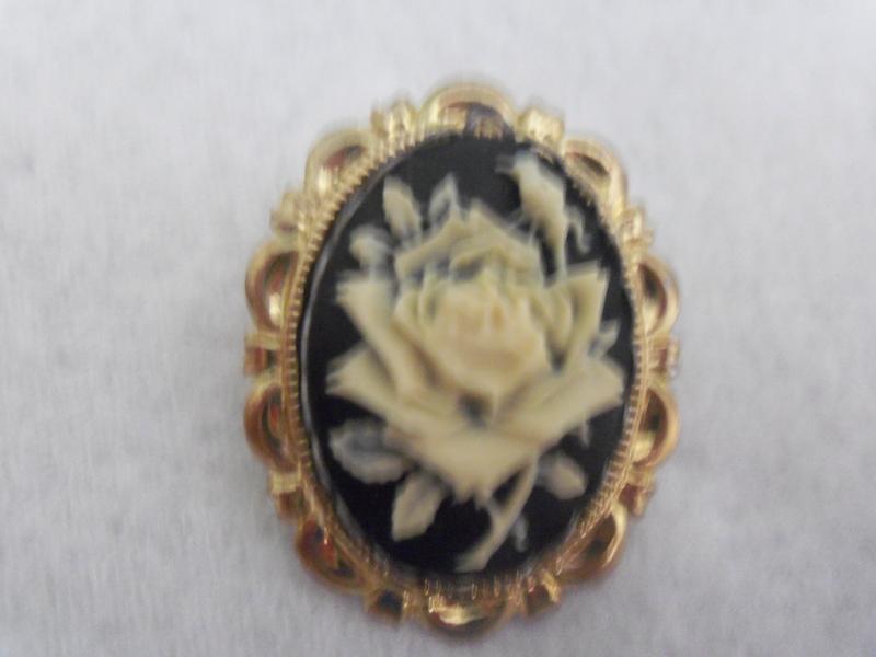 Beautiful Rose Cameo Pin Brooch Flower & Bud So Pretty